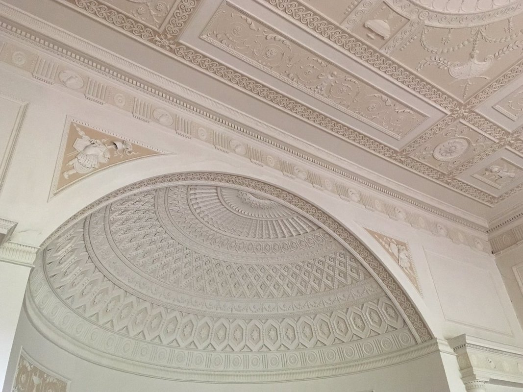 Detailing on wall, ceiling and alcove