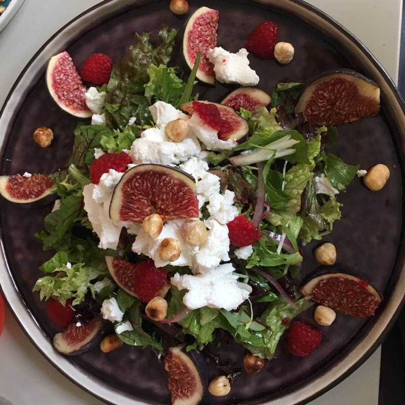 salad with fig and cheese
